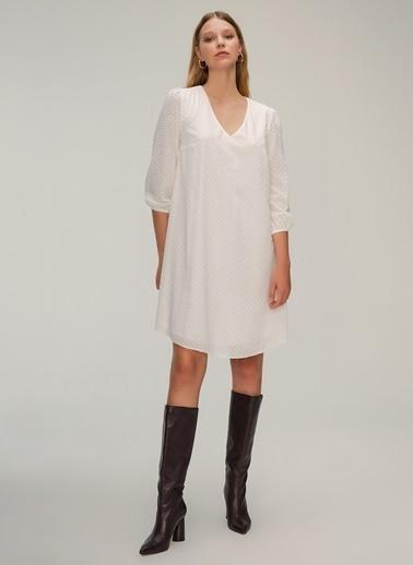 NGSTYLE Kumaş Detaylı Rahat Fit Elbise Beyaz